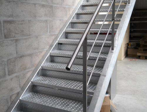serrurerie-escalier-galvanise-rembarde-inox